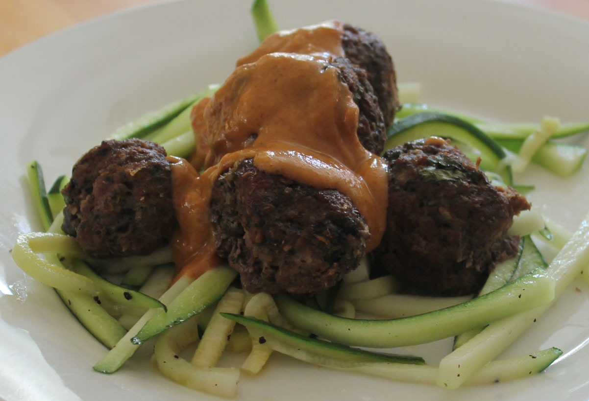Paleo Thai Meatballs with Sate Sauce - salixisme