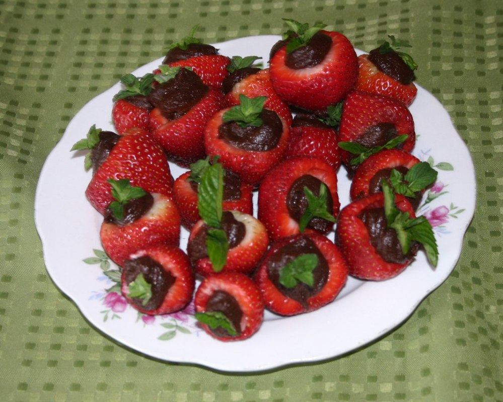 Carob Stuffed Strawberries - AIP/Paleo/Vegan (3/3)